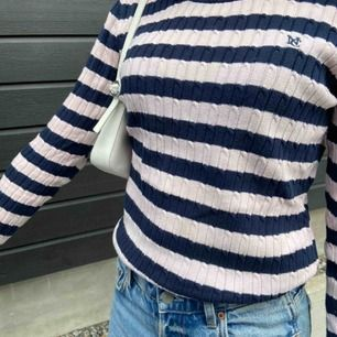 Randig kabelstickad tröja från ginatricot, ganska liten i storleken, köparen står för frakten :)