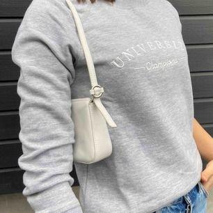 Grå supermysig tröja från ginatricot, köparen står för frakten :)