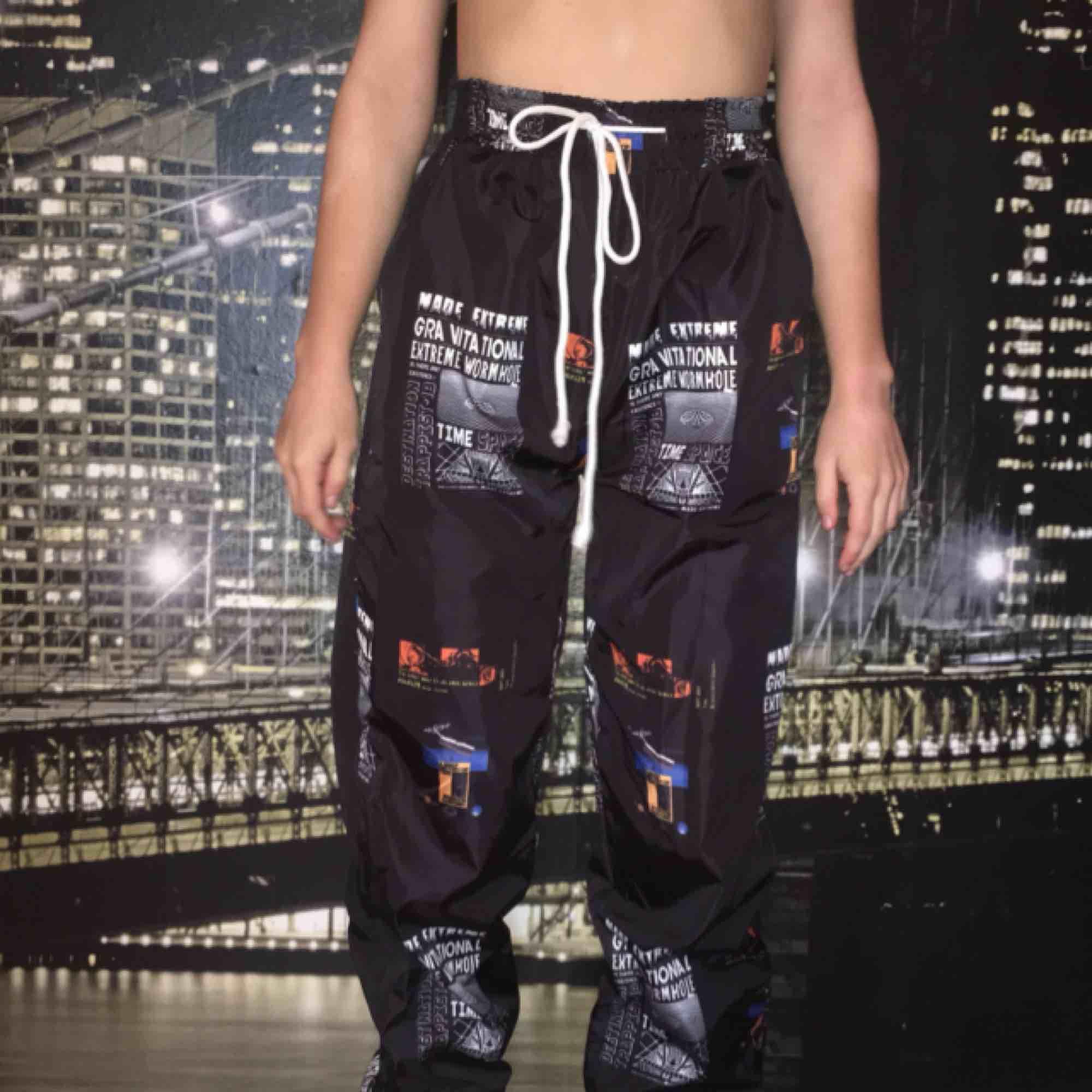 Ett par jättefina byxor från shein. Använda 1 gång Köpte dom för 159 kr. Jeans & Byxor.