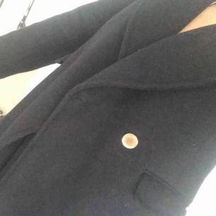 Jätte fin jacka används både till vinter höst passar med allt