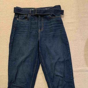 Jeans zara raka med bälte  Storlek 38  150 ink  Fint skick använda 1 gng