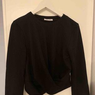 Zara långärmad tröja M skulle själv säga XS/S  Knut längst ner  Använd 1 gng  175 ink