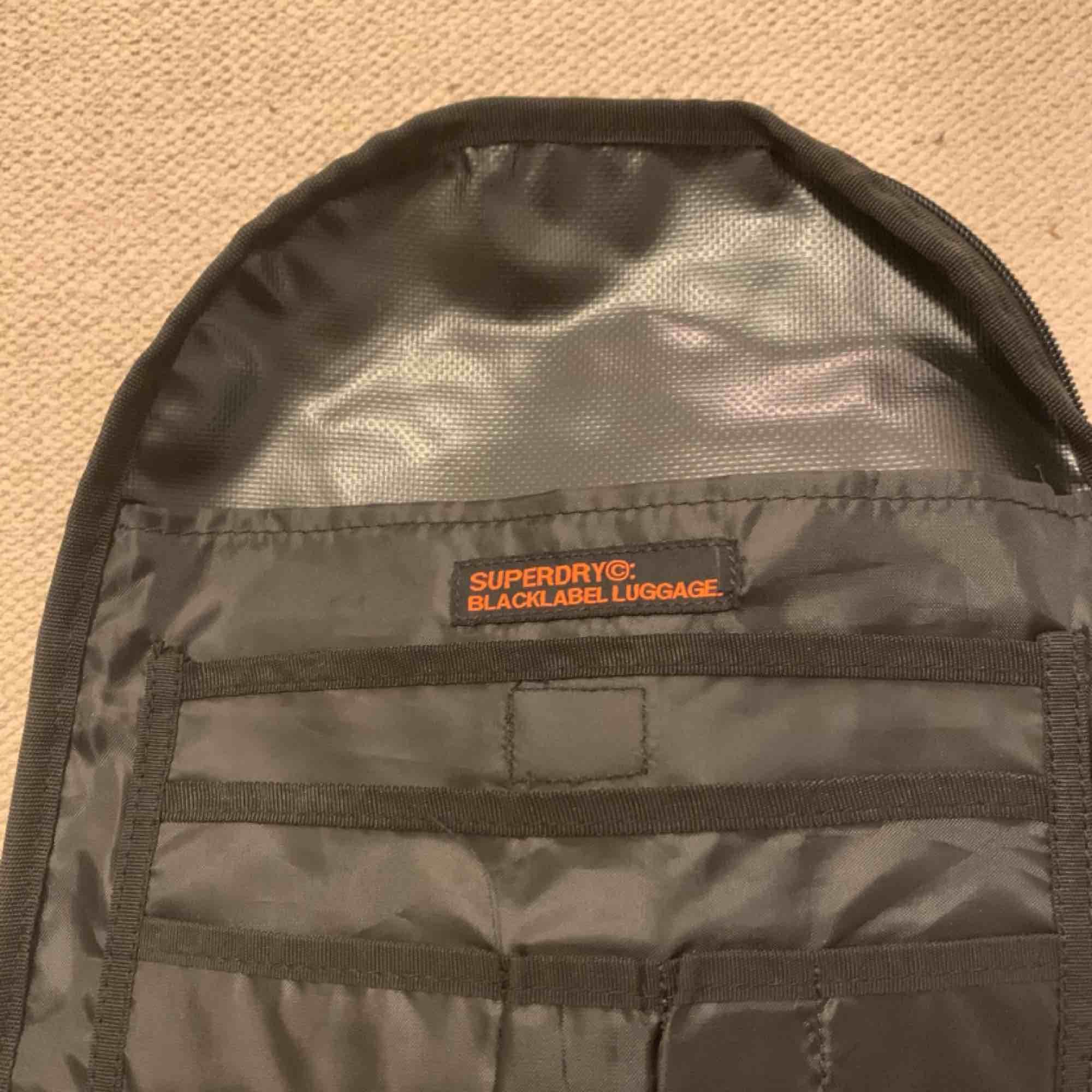 Super dry ryggsäck  Aldrig använd  Stor 45x35 ca  300 ink. Accessoarer.