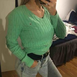 (Intressekoll) Gant kabelstickad tröja, M på lappen men sitter jättebra på mig som e S, fint skick💕💕