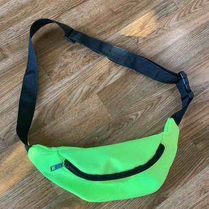 Neon väska. Aldrig använd