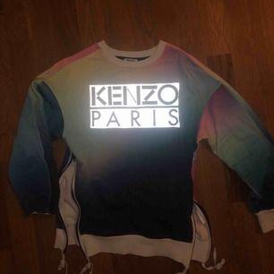 KENZO PARIS - köpt för ca 3000 kr. Aldrig sett någon liknande Kenzo-tröja tidigare - regnbågs tiedye tryck .