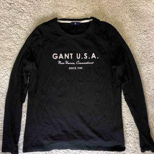Gant långärmad tröja som användes då och då under 2 år! Tar swish! Köparen betalar frakt och kostnaden beror på vart du bor i Sverige!