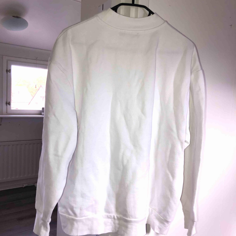 Oanvänd Tiger of Sweden tröja! Tar swish! Köparen betalar frakt och kostnaden beror på vart du bor i Sverige!. Huvtröjor & Träningströjor.