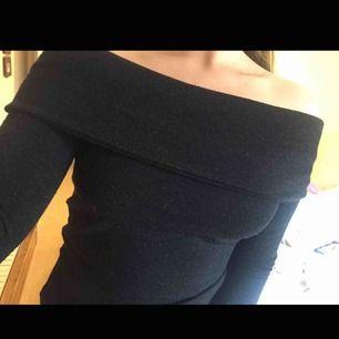 Mysig off shoulder tröja från Zara