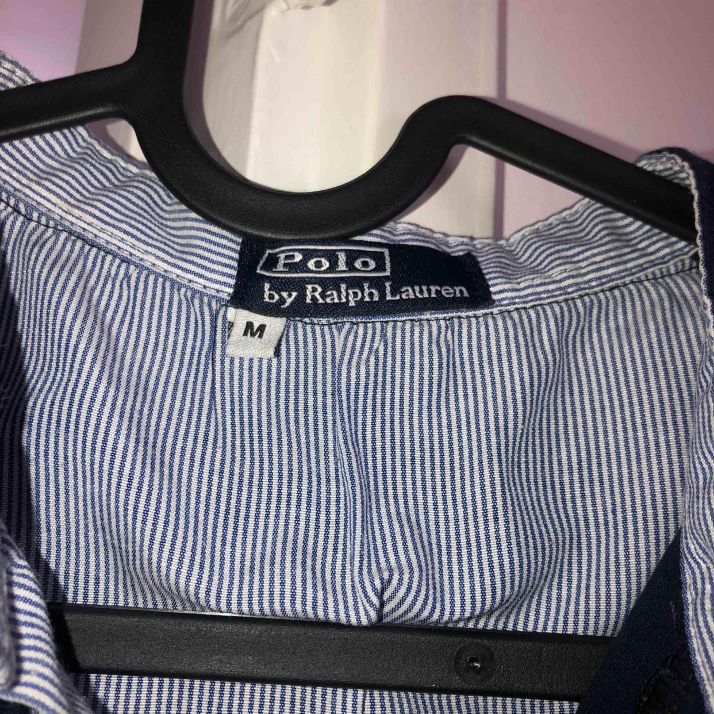 Ralph Lauren polotröja i bra skick! Tar swish! Köparen får betala frakten och kostnaden beror på vart du bor i Sverige!. T-shirts.