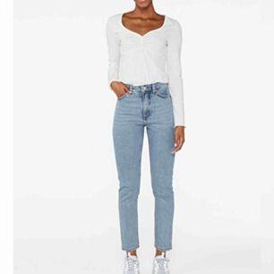 As snygga mom jeans från Monki som sitter as bra! Är i jätte bra skick.