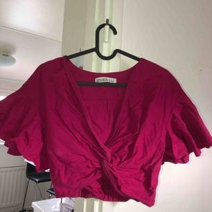 Rosa magrröja/topp den Zara som bara använts 1 gång! Tar swish! Köparen får betala frakten och kostnaden beror på vart du bor i Sverige!