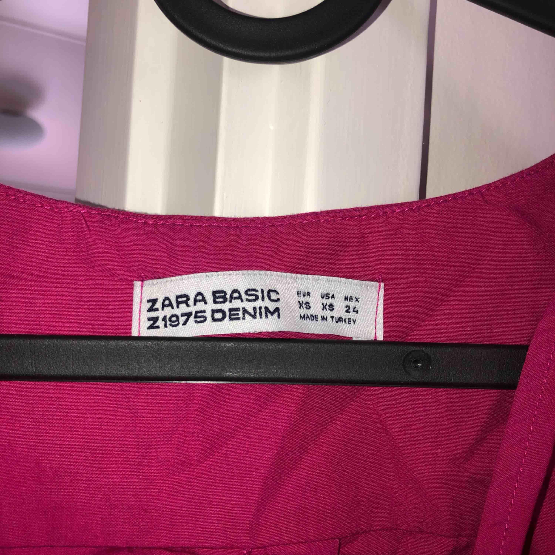 Rosa magrröja/topp den Zara som bara använts 1 gång! Tar swish! Köparen får betala frakten och kostnaden beror på vart du bor i Sverige!. Toppar.