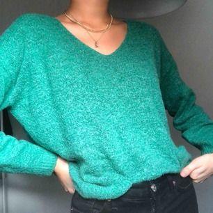 en grön stickad tröja! frakt tillkommer💚💚