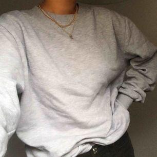 en grå sweatshirt från mansavdelning så en stor M!! frakt tillkommer