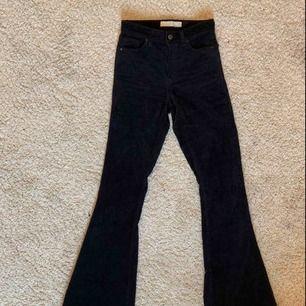 As snygga Manchester bootcut jeans köpt i topshop i London!❤️❤️ jätte bra skick och sitter jätte fint