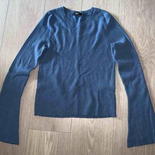 Jättemysig tröja nu till höst och vinter från bikbok! Använd fåtal gånger. Nypris låg på 250-300kr om jag minns rätt.   Kan skickas men då står du för frakt! 🌸