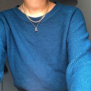 blå stickad tröja! frakt tillkommer