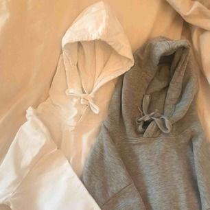 Säljer dessa två hoodies för 200 kr Sammanlagt, frakten är redan inräknad :)
