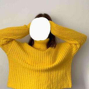 Superskön stickad tröja från Gina, perfekt nu för hösten💕 Knappt använd & köpare står för frakten:)