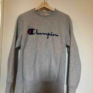Nice champion tröja inköpt nyligen säljer då jag ej använder den längre.