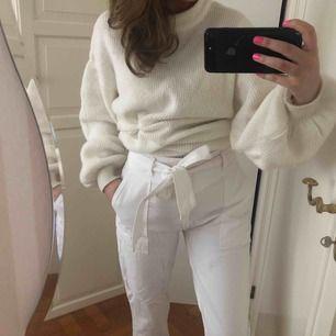 Vita högmidjade skitcoola jeans med knytband från Abercrombie,
