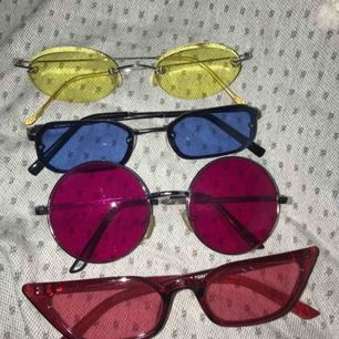 Olika najs glasögon!' Skriv för fler bilder & pris💅🏽 de runda röda & de röda längst ner är sålda!!