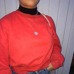 Sweatshirt fin färg! Knappt använd😊