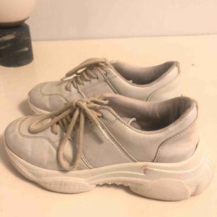 Sneaker från Nelly, använda måttligt denna sommar