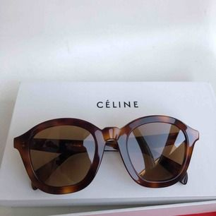 Oanvända Céline solglasögon köpta i Paris. Originalförpackning finns (se bild). Köparen står för frakt.