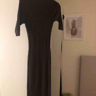 Tight klänning från gina, framhäver kurvor och midjan jätte fint 😍