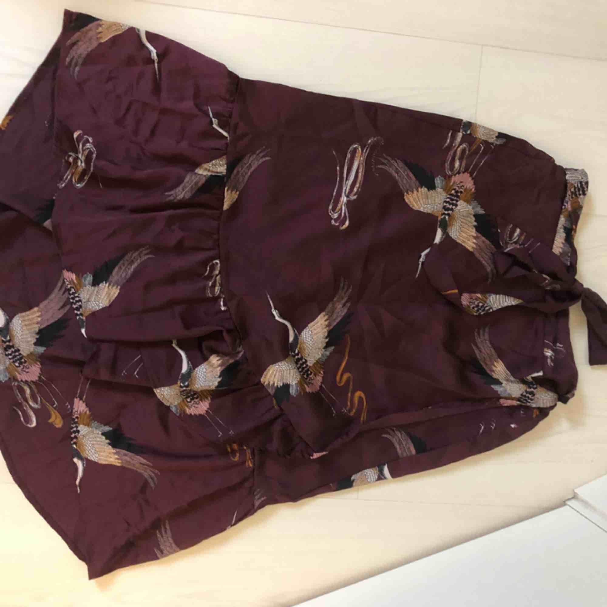 Fin kjol från vila storlek 38 men passar även mig som annars har 34 vanligtvis. Kjolar.