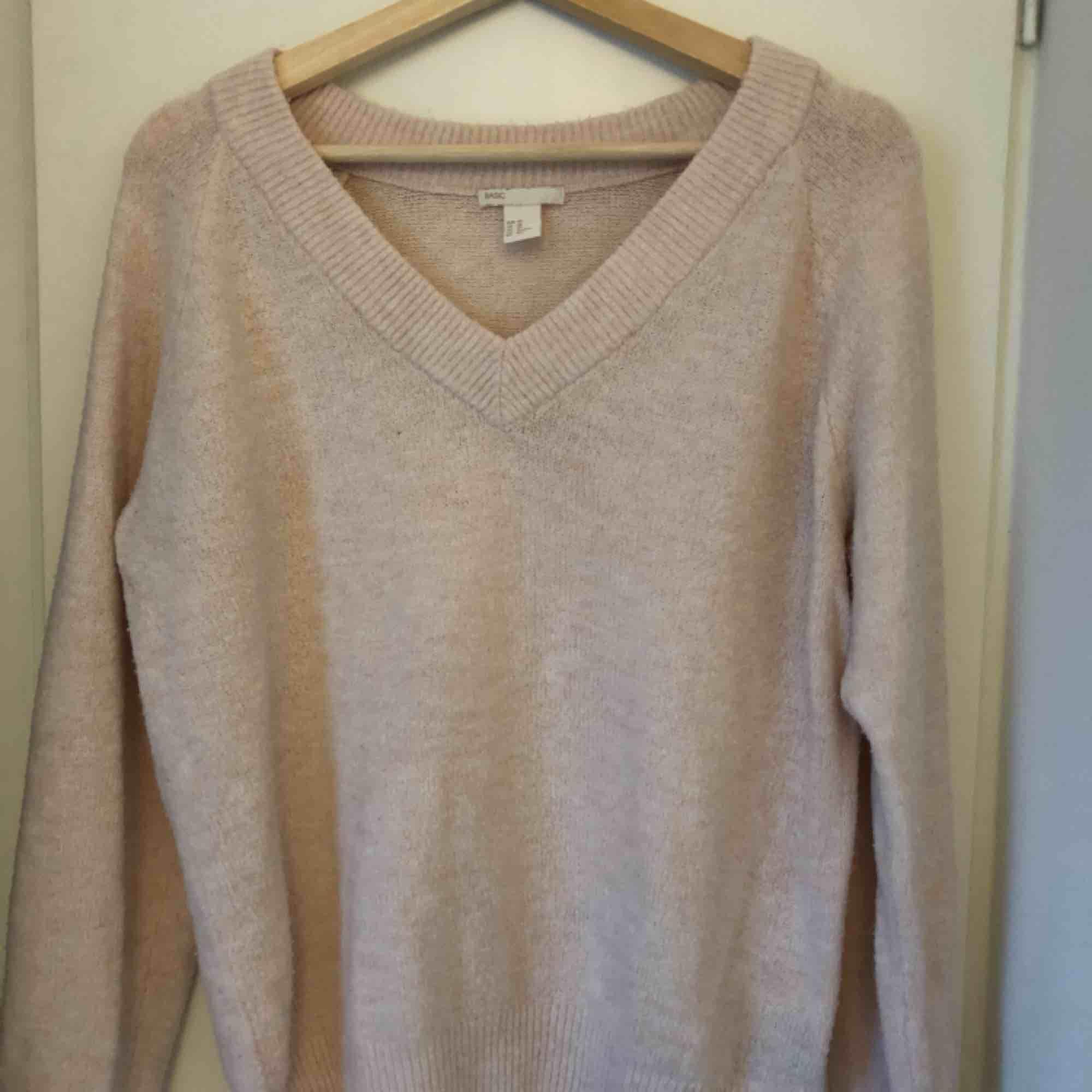 Stickad babyrosa oversized tröja från HM i storlek xs. Stickat.