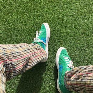 Säljer mina supersnygga Golf le fleurs som är väldigt svåra att få tag på! Jag har storlek 42 men har använt dem med en sula. Skorna är använda men inte alls slitna! Kan fraktas, köparen står för frakt! 💞💞
