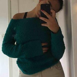 Mysig grön tröja från H&M! Säljs pga förliten