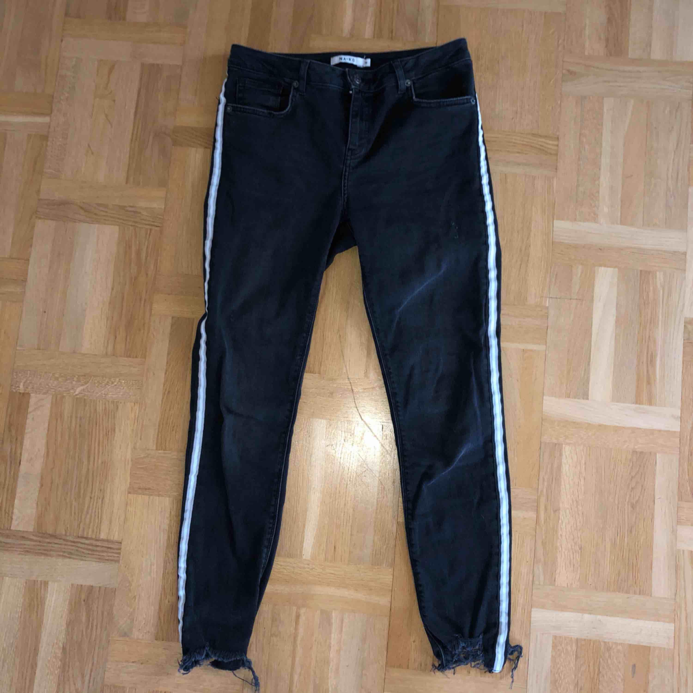 Jeans från NA-KD i storlek 38 Endast använda två gånger. Jeans & Byxor.
