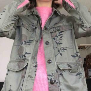 Army jacket från h&m divided, köpt 2018. Nypris 300 kr