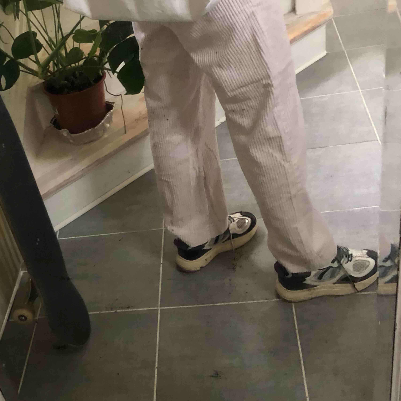 Weekday Manchester byxor i lightpink. Storlek 46 vilket motsvarar ungefär M eller en större S. Straight fit☀️☀️ köparen står för frakt. Jeans & Byxor.