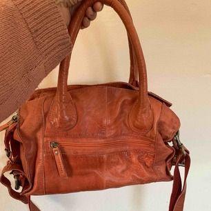 En oanvänd äkta skinn väska köp på skinncentralen för 1399 impulsköp💙 frakt 79