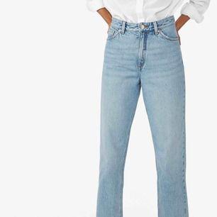 Jeans från Monki i modellen Taiki, high waist, balloon leg. Använda någon enstaka gång! Kan mötas på Söder eller runt City 💜