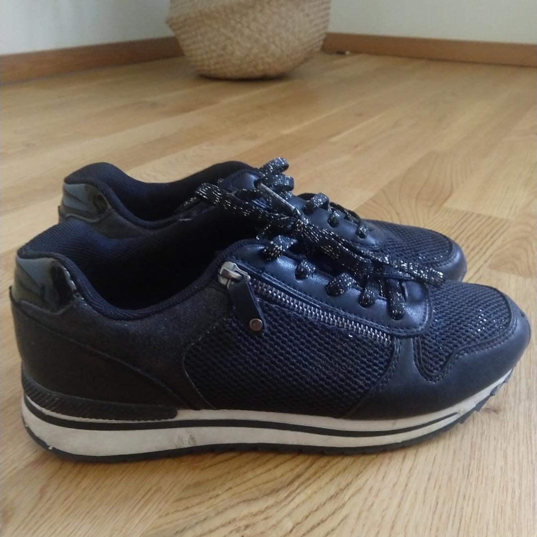 Svarta sneakers (graceland) i storlek 40. Kan fraktas då köparen står för frakten.🌷. Skor.