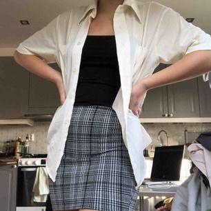 Tight kjol som jag använt kanske 2 gånger, säljer pga för liten. Frakt ingår