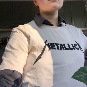 Beige tshirt, Frakt ingår, inte använt många gånger.