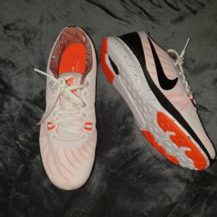 Träningsskor från Nike, bara använda en gång inomhus! 💖