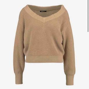 Jätte fin brun/beige stickad tröja från gina tricot, sparsamt använd och köpare står för frakt!🥰