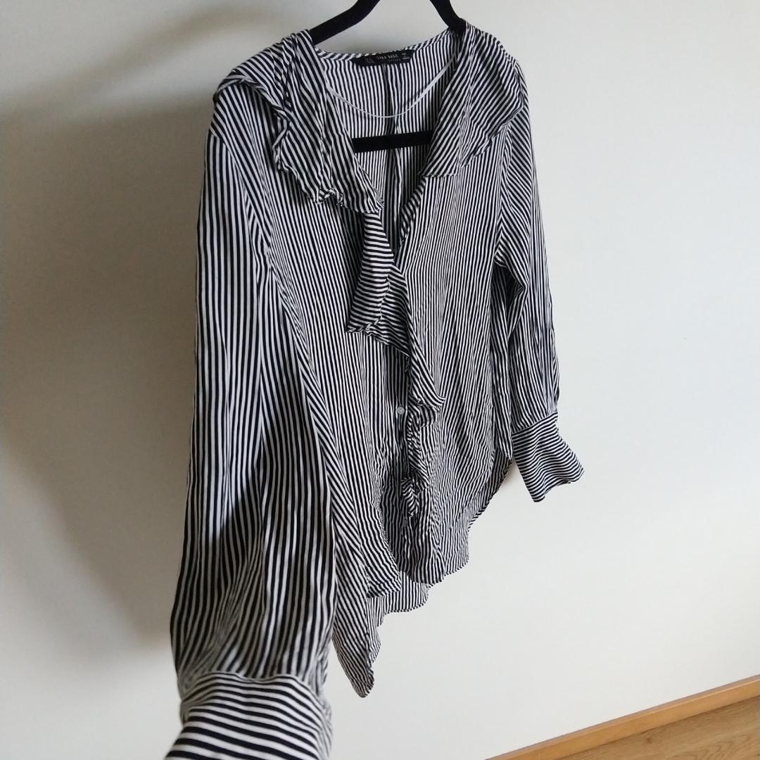 Skjorta från Zara storlek S. 120kr. Kan fraktas då köparen står för frakten.🌷. Toppar.