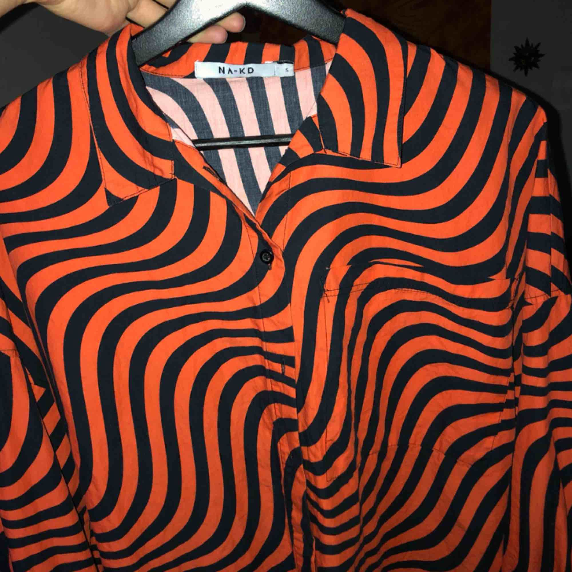 fräsigaste skjortan från na-kd, tyvärr aldrig kommit till användning!. Skjortor.
