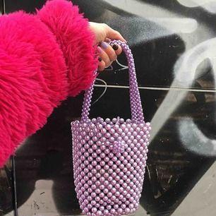"RÉSUMÉ CPH ""pearl bag"" (lila) handgjord och i vackert skick! 📿"