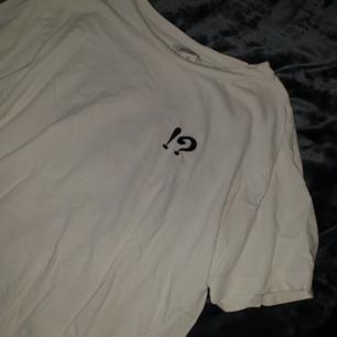 T-shirt från Monki! 🌼