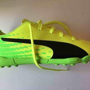 Helt oanvända Puma skor. Nypris är 599kr. Säljer för att de är för små.